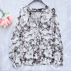 Apt. 9 black & white abstract button down blouse